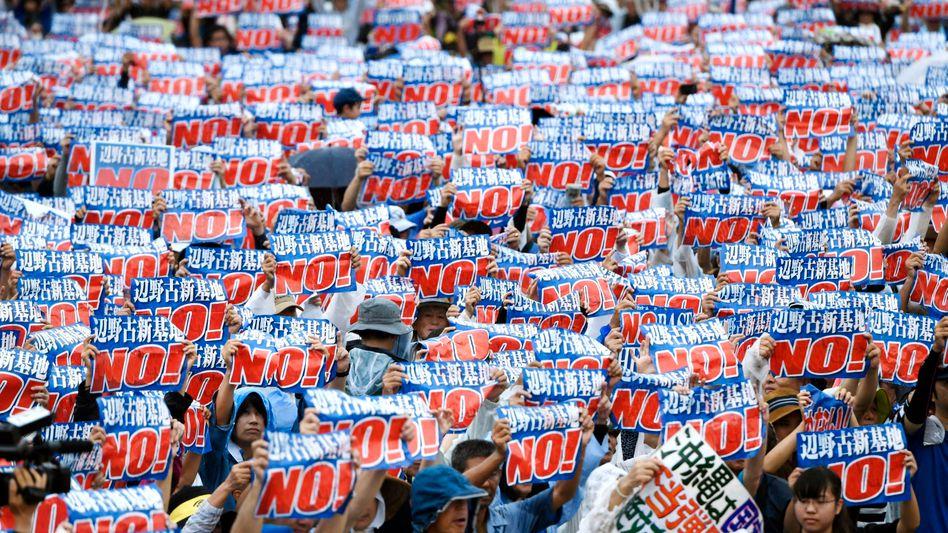 Protest auf gegen neue US-Militärbasis auf Okinawa