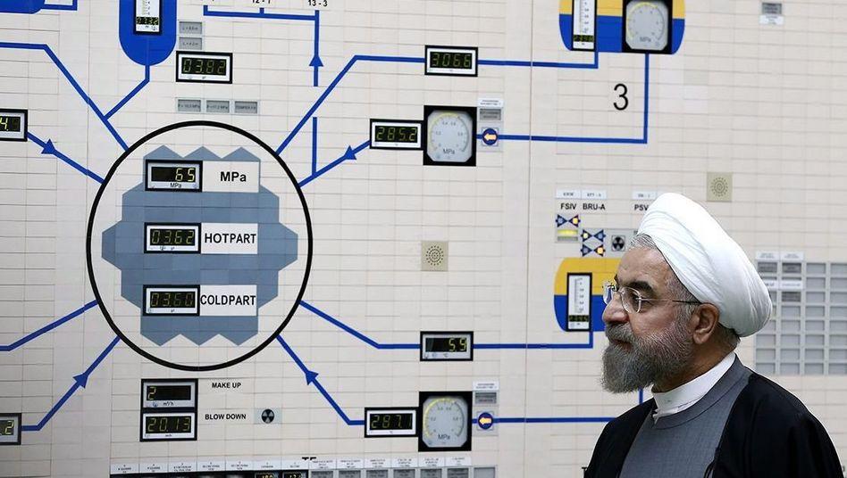 Hassan Rohani in Atomkraftwerk