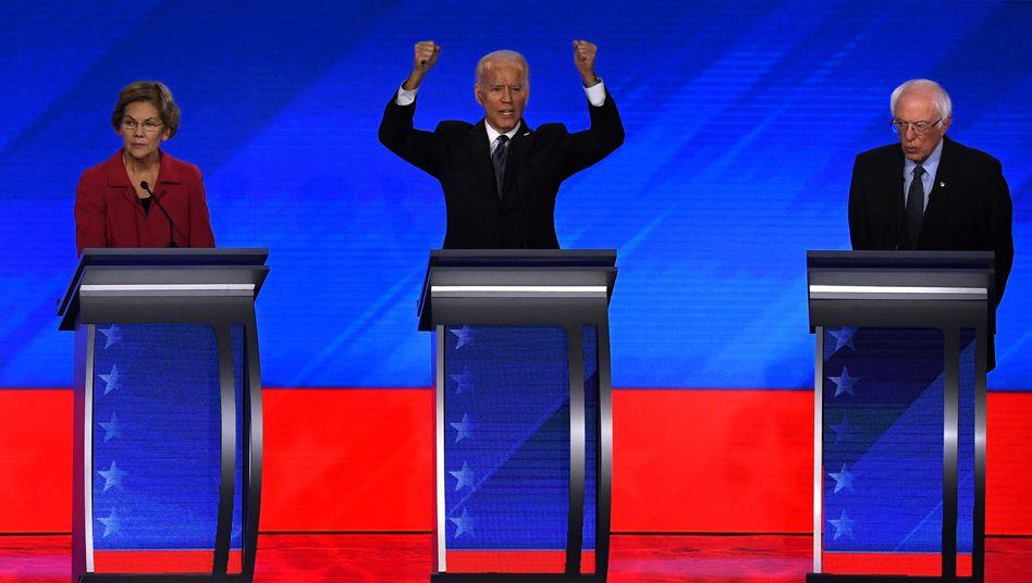 Demokratische Bewerber für das Weiße Haus in der TV-Debatte in Manchester im Bundesstaat New Hampshire