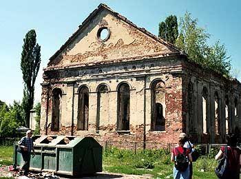 """Die Ruine der alten Synagoge von Dzialoszyce bei Krakau: """"Schtetl-Touren"""" führen zu den Resten jüdischer Kultur auf dem Land"""