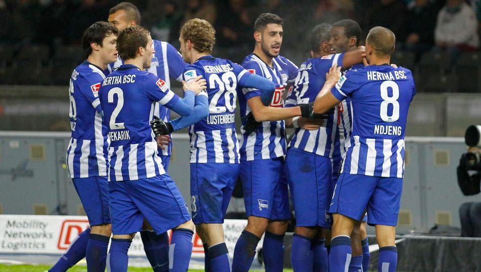 Jubelnde Hertha-Profis: Schuldenfreier Haupstadt-Club