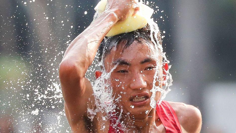 Wasser hilft natürlich auch gegen die Hitze beim Laufen