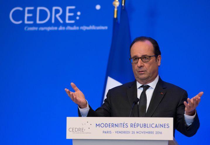 Hollande bei seiner Ansprache im Élysée-Palast