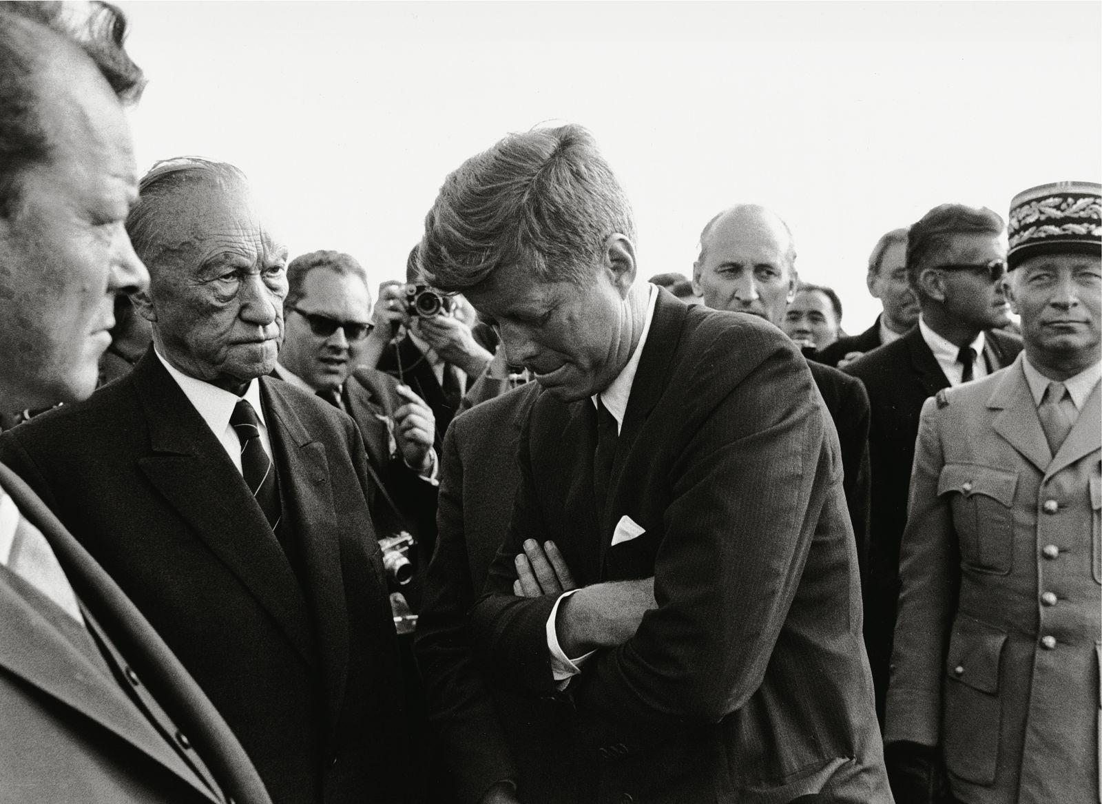EINMALIGE VERWENDUNG NUR FÜR EINESTAGES - John F. Kennedy