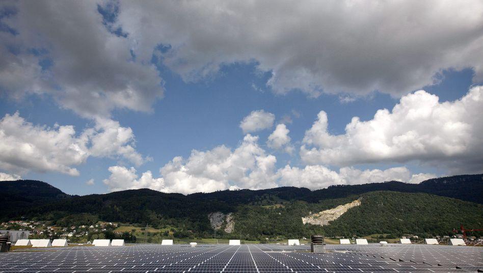 Ein Solarpark in Neuendorf (Schweiz) auf einem Archivbild