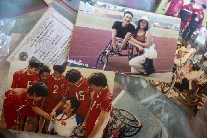 Photos from Nguyen Kien's album showing previous races and memories.