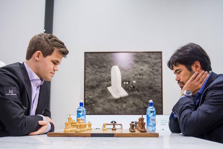 Nakamura (rechts) im Duell mit Magnus Carlsen