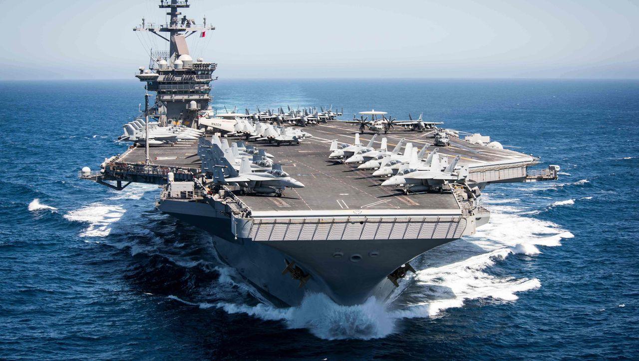 Corona-Infektionen an Bord: Tausende Seeleute sollen US-Flugzeugträger verlassen - DER SPIEGEL - Politik