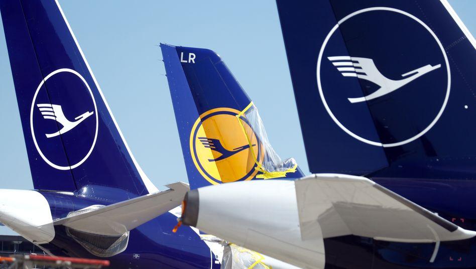 Am Boden gebliebene Flugzeuge von Lufthansa: Andere Airlines zeigten sich großzügiger