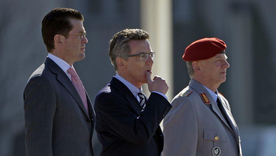 Ex-Minister Guttenberg, Nachfolger de Maizière, Generalinspekteur Wieker: Herkulestaten