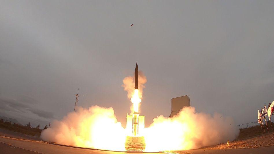"""Abwehrtests in Alaska: Eine Rakete des """"Arrow-3""""-Systems startet auf Kodiak"""