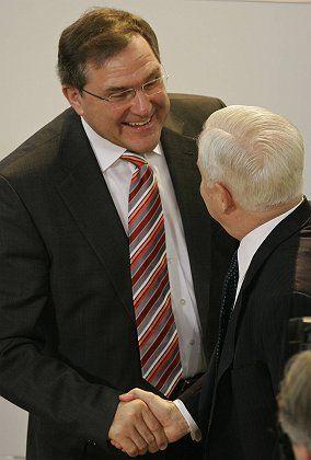 German Defense Minister Franz-Josef Jung greets US Secretary of Defense Robert Gates in Munich on Sunday.