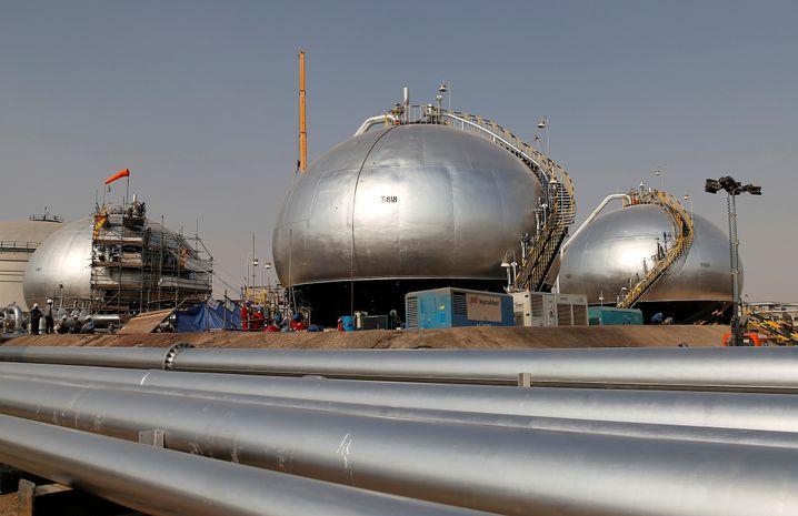 """Ölanlagen von Saudi-Arabien in Abqaiq: Geld aus der """"Old Economy"""""""