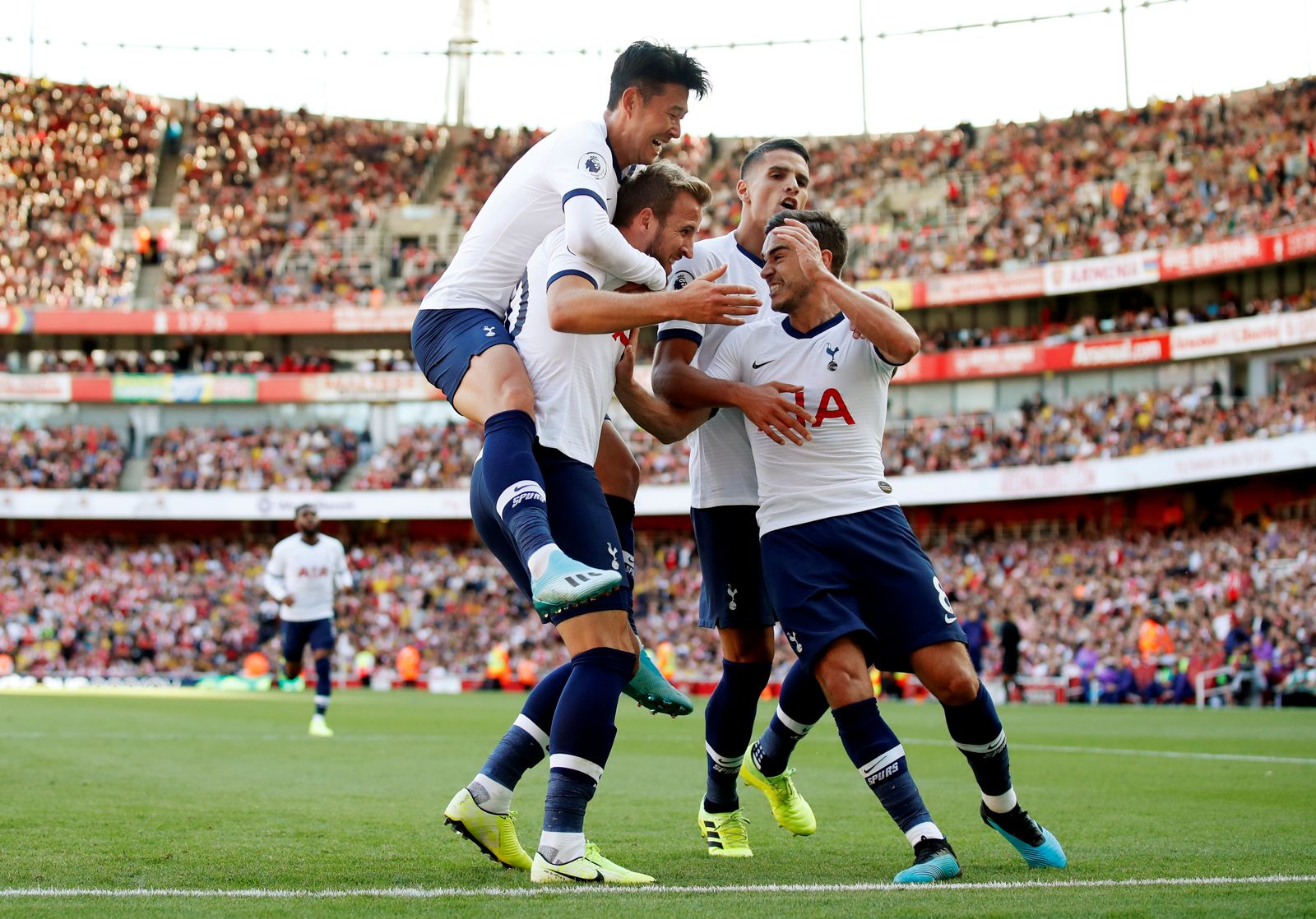 SOCCER-ENGLAND-ARS-TOT/REPORT