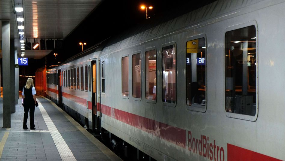 Bahn-Mitarbeiterin, Intercity in Düsseldorf: Stabile Preise