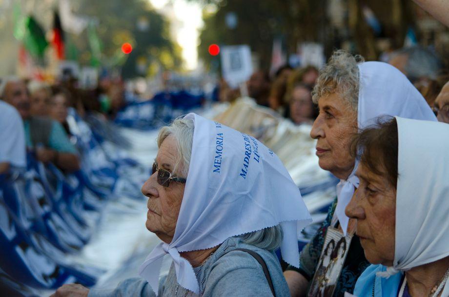 Die Großmütter von der Organisation »Abuelas de Plaza de Mayo« suchen bis heute nach ihren vermissten Enkeln