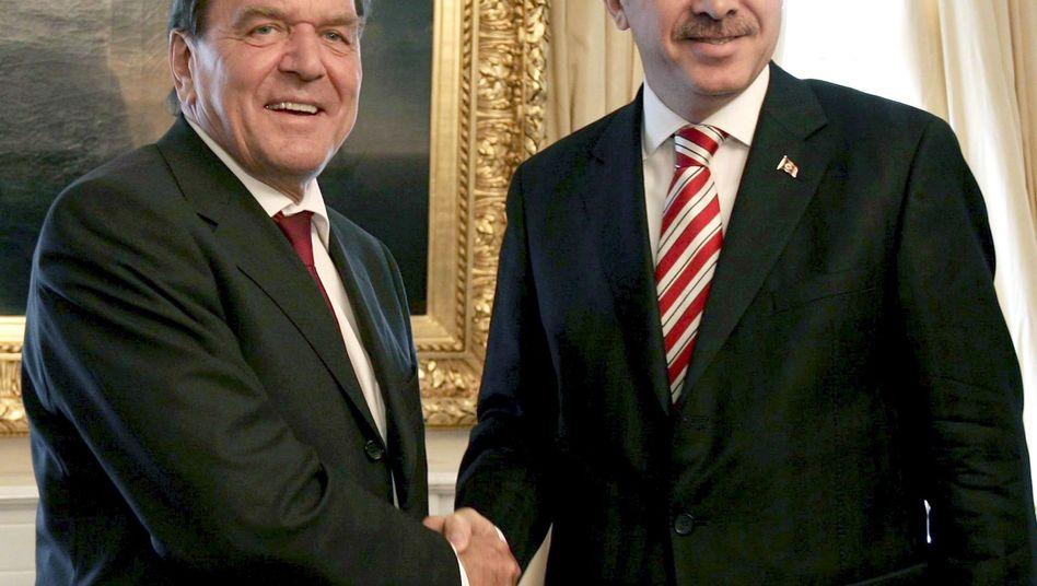 Gerhard Schröder (l.), Recep Tayyip Erdogan (2006 in Ankara)