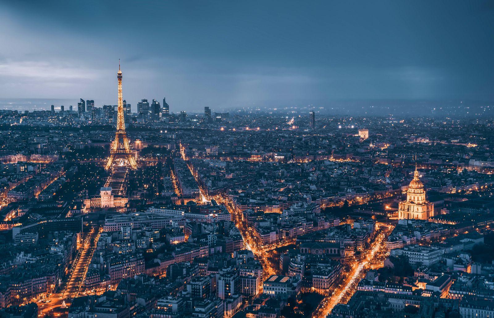 Paris city night view PUBLICATIONxNOTxINxCHN 668334810108002317