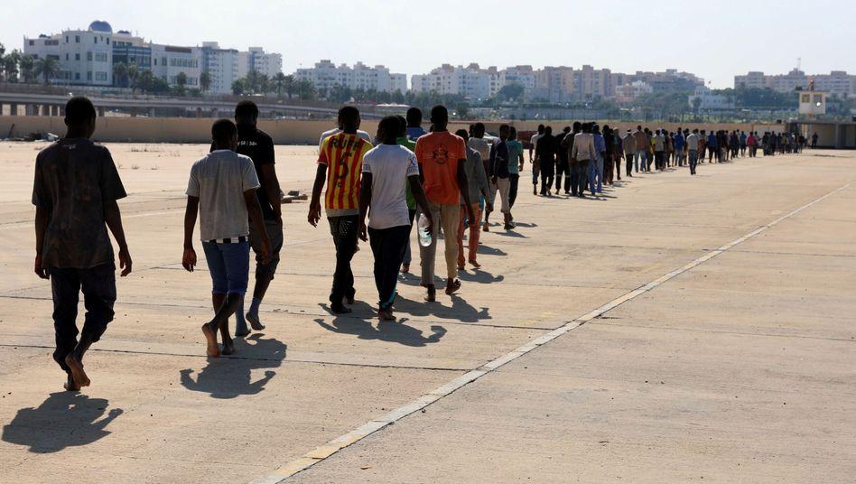 Ankunft von Migranten auf einer Marinebasis in Tripolis (2017). In der Hauptstadt wurde nun ein auf See geretteter Migrant erschossen