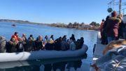Bewohner von Lesbos lassen Migranten nicht an Land