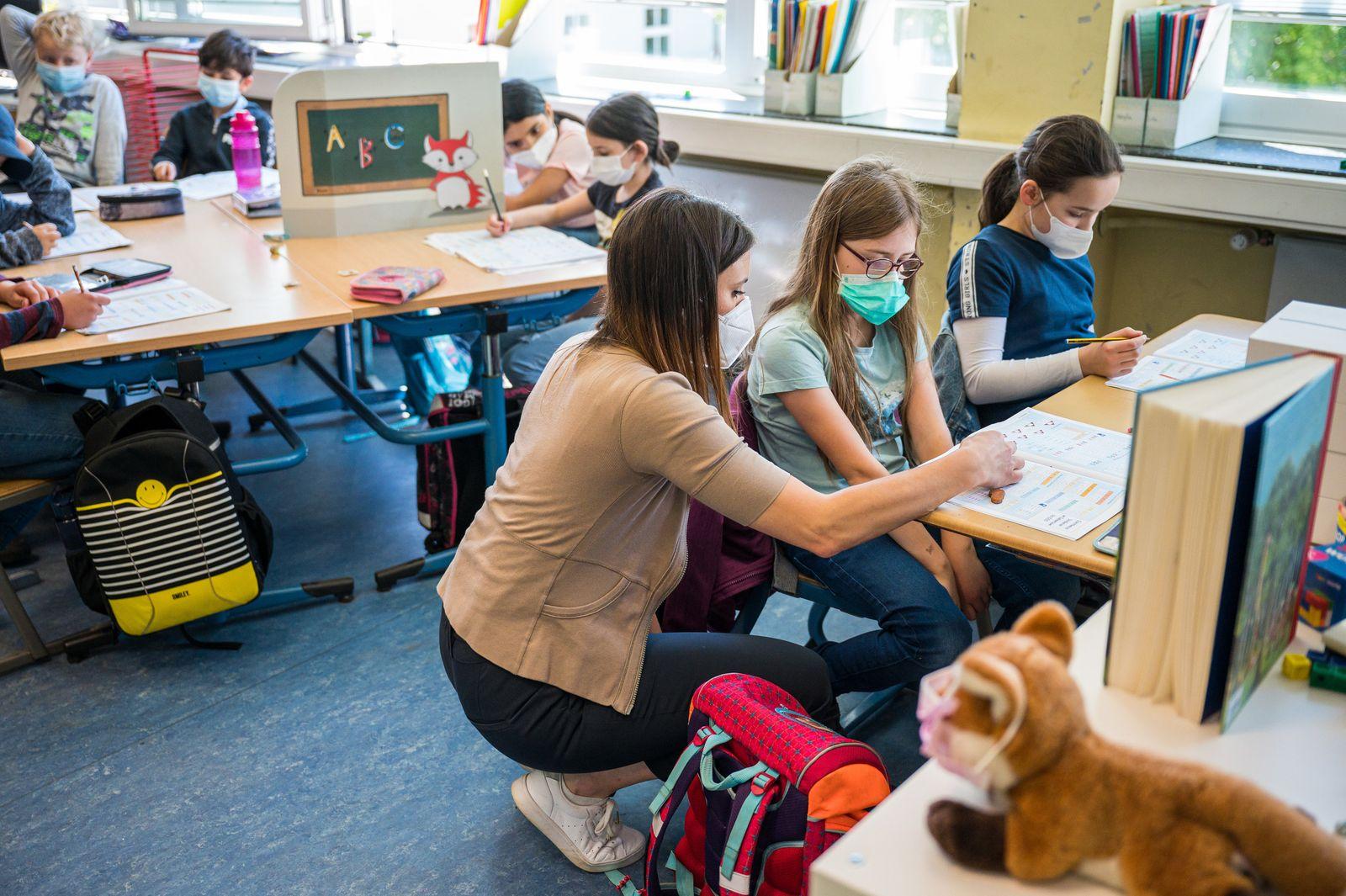 Präsenzunterricht in Grundschule