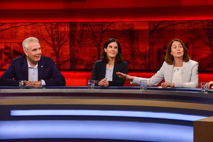 v.l.n.r. Klaus-Peter Hesse, Katja Suding (FDP), Katarina Barley (SPD)
