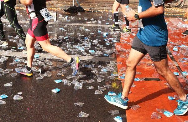 Einwegbecher beim Marathon
