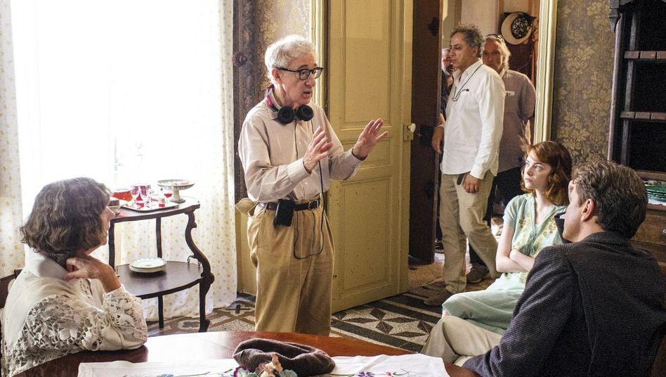 """Filmemacher Allen bei den Drehbarbeiten zu »Magic in the Moonlight"""": »Ich hasse die Realität, sie macht keinen Spaß«"""