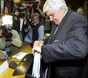 Hirsch beim Spenden-Untersuchungsausschuss: Als Sonderermittler in der Kritik