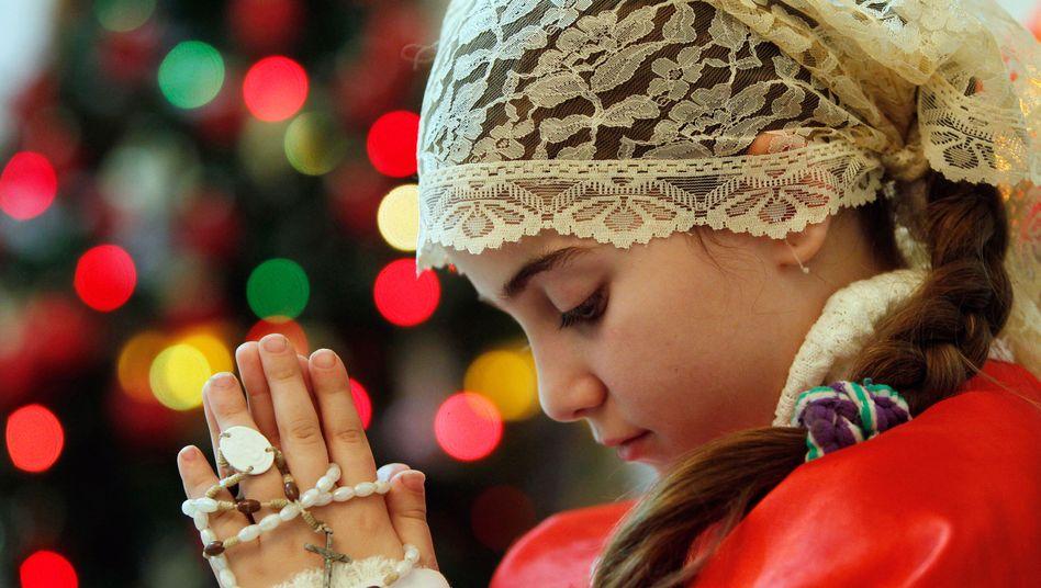 Irakisches Mädchen während einer Weihnachtsmesse