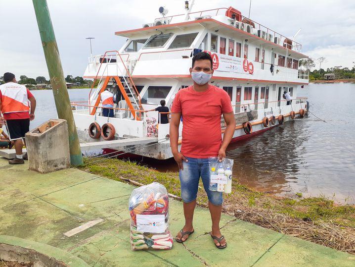 Schwimmendes Krankenhaus: Das Krankenhausschiff klärt über Corona auf, verteilt Schutzkits und behandelt auch Krankheiten