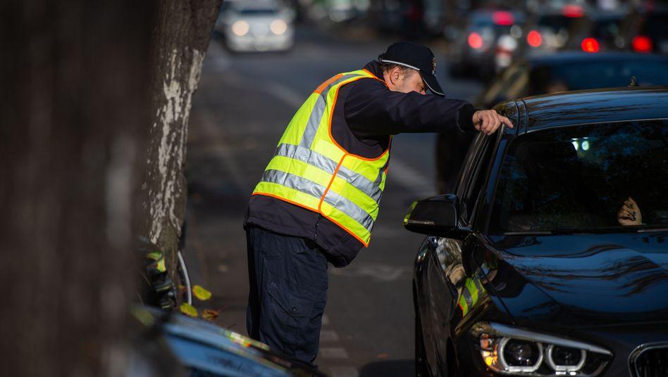 Berliner Polizei mahnt Autofahrerin: Parken auf Radstreifen soll teuer werden