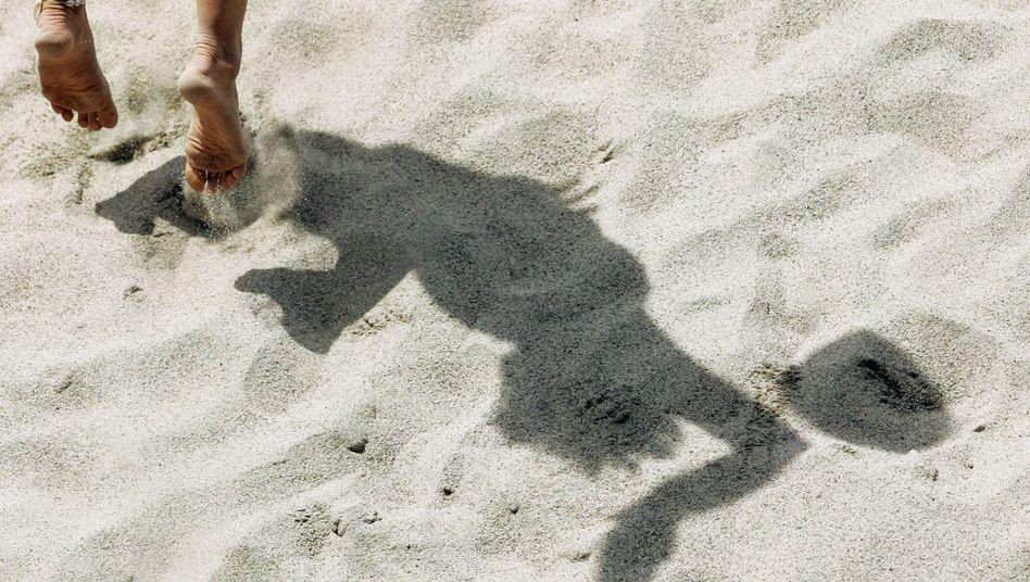 Barfuß im Sand: Der Fuß ist das Prekariat des Läuferkörpers