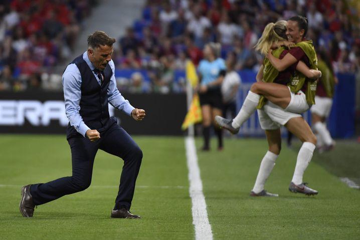 Ein Bild aus glücklicheren Zeiten: Neville jubelt über einen Treffer im WM-Halbfinale 2019 gegen die USA - England verlor jedoch 1:2