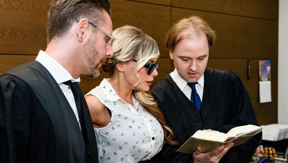 Prozess gegen Gina-Lisa Lohfink: Frauen demonstrieren