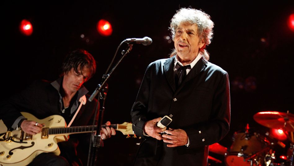Rough and Rowdy auf Platz eins: Bob Dylan
