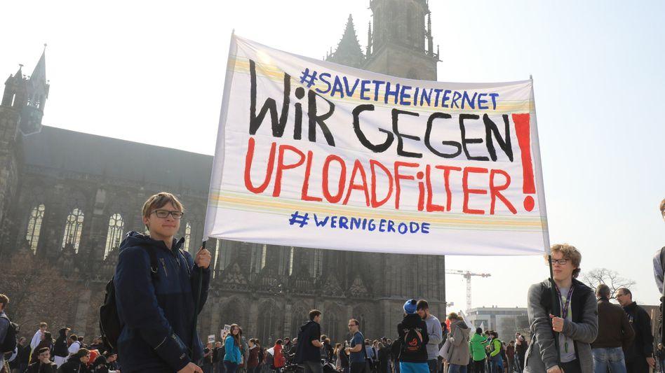 Muss dieses Transparent bald aus dem Keller geholt werden? Demonstration gegen Uploadfilter im März 2019