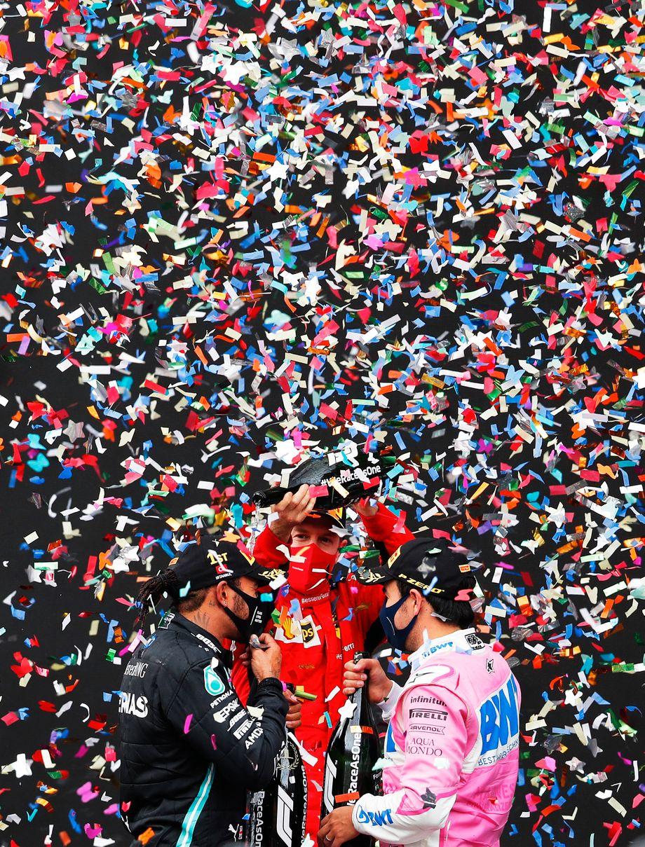 Konfetti und Champagner für den neuen und alten Weltmeister: Sebastian Vettel und Sergio Pérez feiern Lewis Hamilton