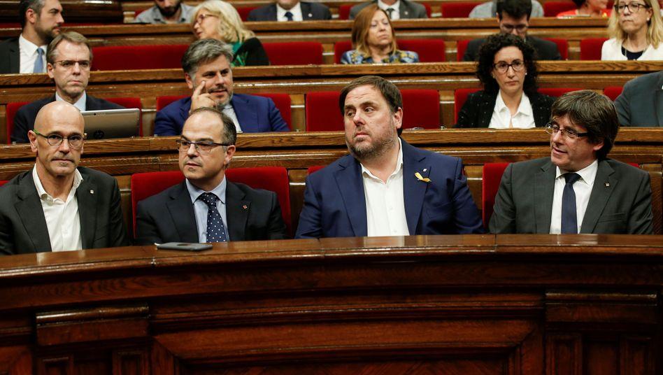 Katalonien-Separatisten Romeva (v.l.), Turull, Junqueras und Puigdemont