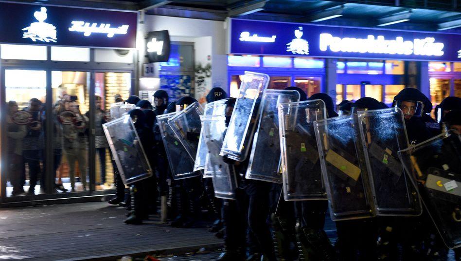 Polizeikräfte während des G20-Gipfels in Hamburg