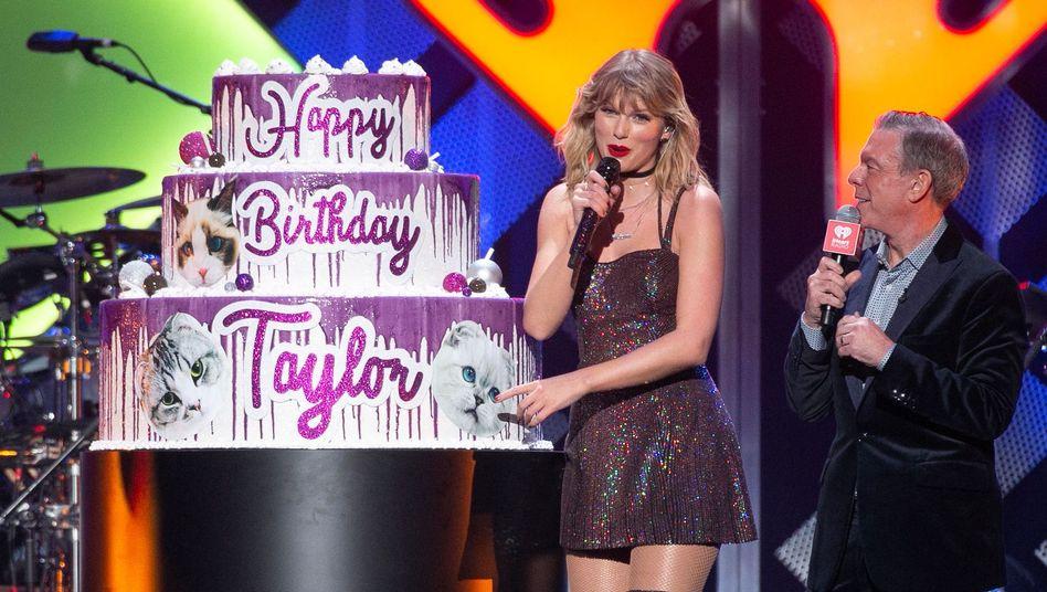 "Taylor Swift an ihrem 30. Geburtstag beim ""iHeartRadio Jingle Ball"" im Madison Square Garden"