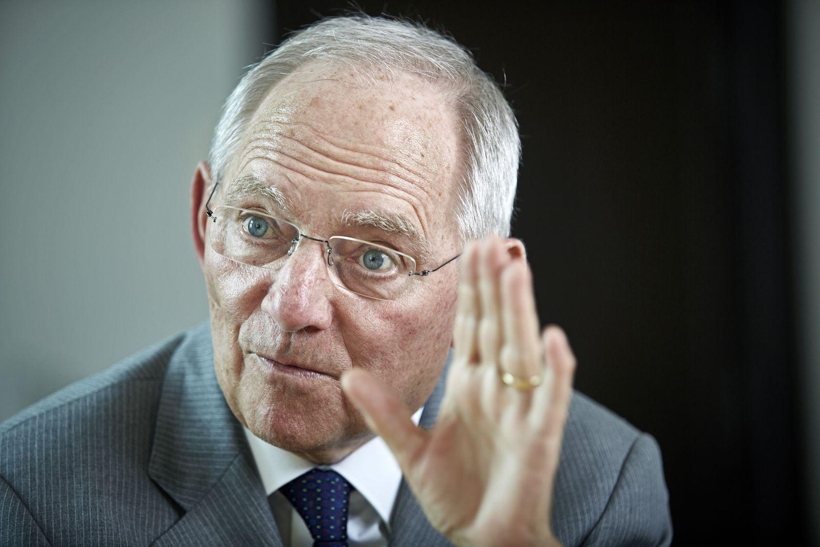 EINMALIGE VERWENDUNG SPIEGEL 31/2015 S. 28 Währungsunion / Schäuble