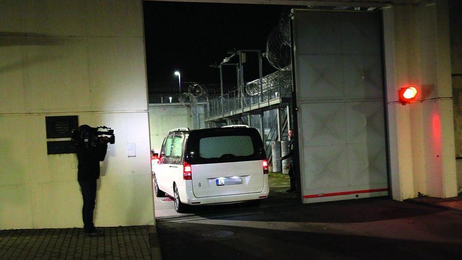 Leichenwagen in der JVA Leipzig