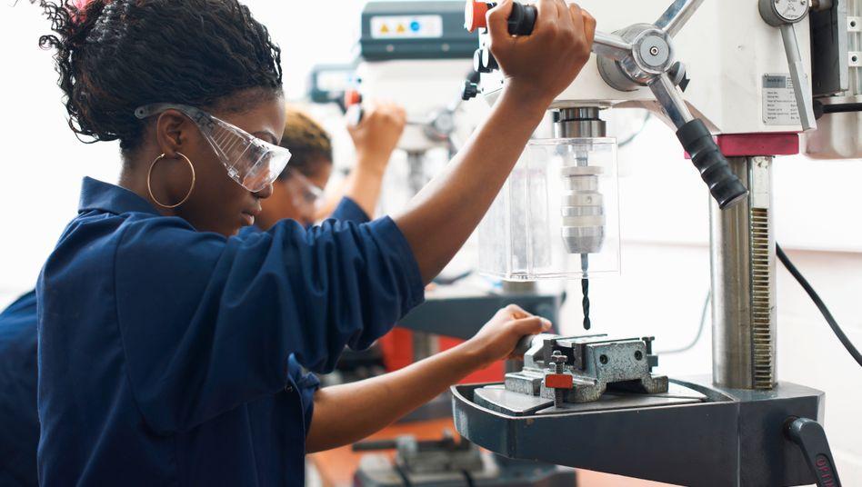 Zu wenige junge Menschen entscheiden sich für eine Ausbildung im Handwerk (Symbolbild)