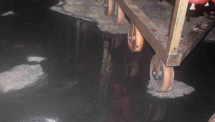 Zwischen den Würsten im Reiferaum der Firma Wilke fanden Kontrolleure große Wasserlachen