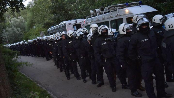 G20-Gipfel in Hamburg: Polizei räumt Protestcamp in Entenwerder
