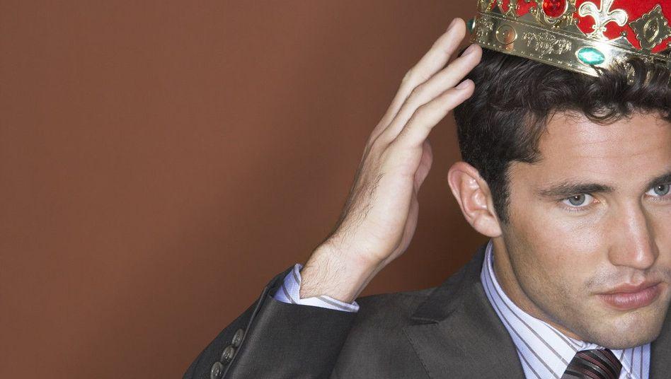 Die Krone sitzt schlecht: Ein guter Chef versteht sich als Diener