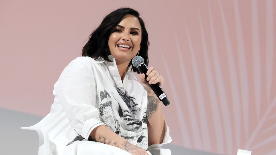 Demi Lovato schreibt, sie habe sich noch nie so bedingungslos geliebt gefühlt