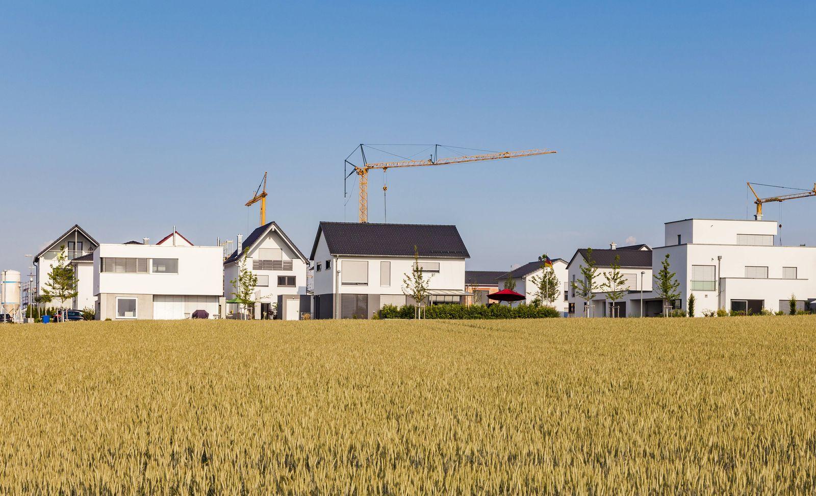 Germany Baden Wuerttemberg Ulm Lehr modern one family houses cranes PUBLICATIONxINxGERxSUIxAUTx