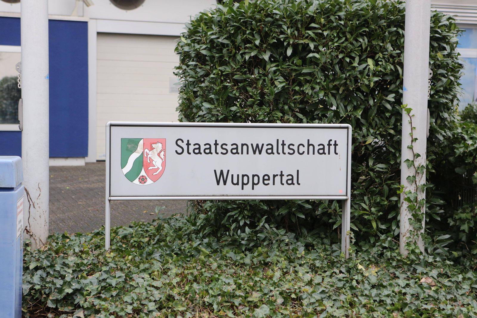 Staatsanwaltschaft in Wuppertal Elberfeld Eingansschild *** Prosecutors in Wuppertal Elberfeld sing